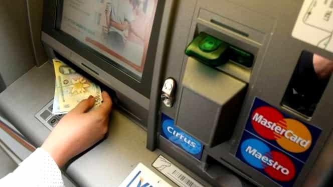 """""""Bucla libaneză"""", metoda prin care hoții reușesc să fure bani de pe carduri. Modul în care funcționează escrocheria"""