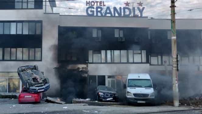 Explozie la o fostă benzinărie din Galați. Nicio persoană nu a fost rănită, 4 mașini au fost distruse de foc