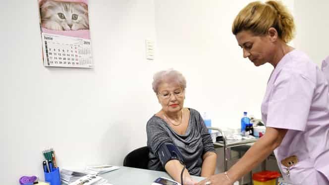 O asistentă din Constanța a suferit un accident vascular la serviciu. Femeia a fost transferată la București