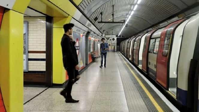 Un om a fost înjunghiat într-un metrou din Londra!