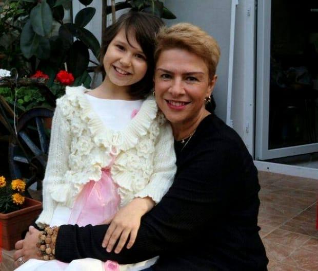 O adevărată domnişoară! Cât de mult a crescut Maia, fiica lui Teo Trandafir! Cum se fotografiază alături de colegele ei!