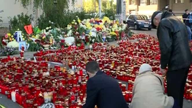 Doi ani de la tragedia din Colectiv. Mii de oameni au cântat la chitare în Piaţa Bucur pentru comemorarea victimelor