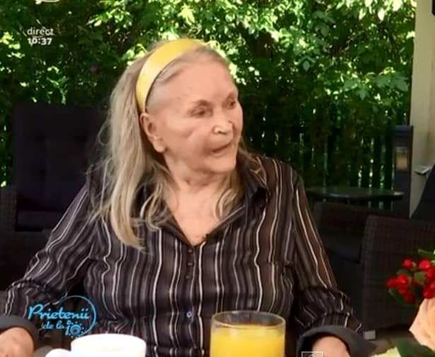Chiar dacă a ajuns la vârsta de 82 de ani, Mama Zina este încă foarte activă și își pune la punct ultima vacanță! Fosta creatoare de modă se pregătește să plece în vacanță la mare timp de două săptămâni.