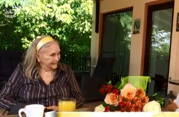 Cum arată Zina Dumitrescu la 82 de ani?! Zici că nici măcar nu s-a retras din activitate și poate oricând să se ridice și să dea indicații modelelor de renume mondial. Cel puțin la prima vedere, mama Zina așa pare. Sănătoasă și plină de vitalitate.
