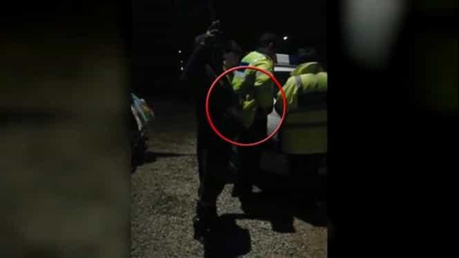 Culmea tupeului. Bărbat filmat în timp ce fura țigările din buzunarul unui polițist