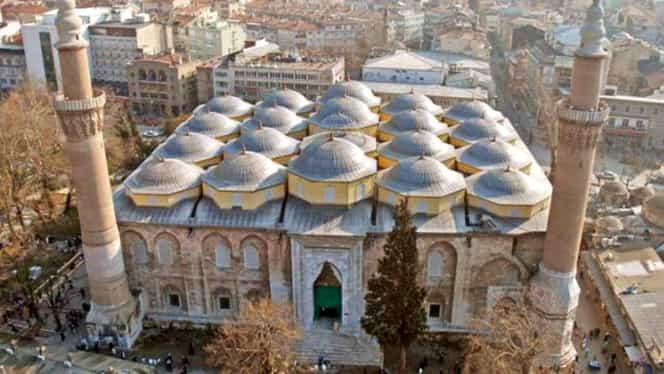 Atentat sinucigaş la o moschee: cel puţin 18 morţi şi 27 de răniţi