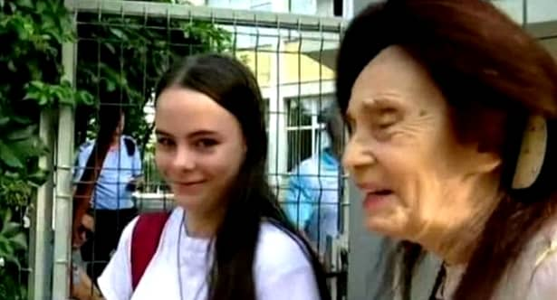 Eliza, fiica Adrianei Iliescu a împlinit 15 ani. Fata celei mai bătrâne mame din România e bursieră în clasa a X-a