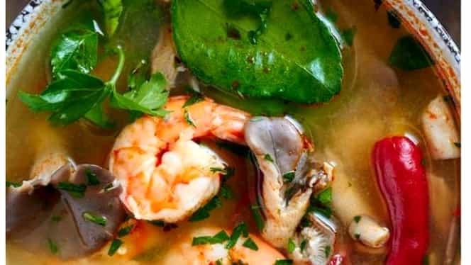 Rețeta zilei. Supa Tom Yum, o mâncare thailandeză plină de culoare și savoare