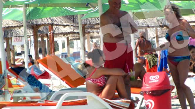Călin Popescu Tăriceanu şi-a scos proaspăta soţie la plajă!