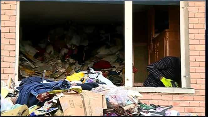 FOTO & VIDEO INCREDIBIL. Tone de gunoaie scoase din apartamentul unui constănţean. De câţi ani aduna