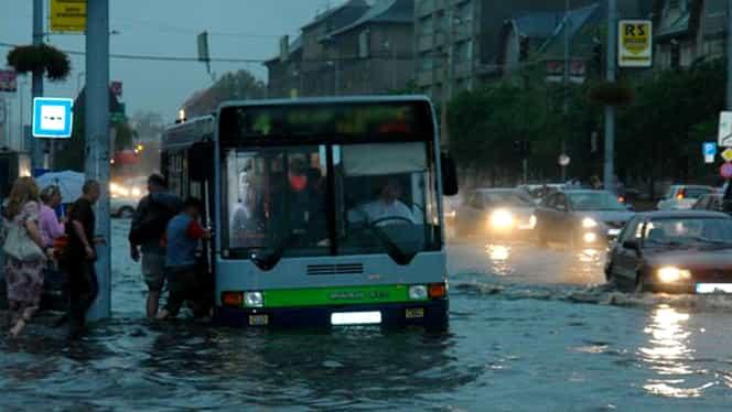 """București, """"mica Veneție""""! Zone întregi au fost inundate, după o ploaie torențială!"""