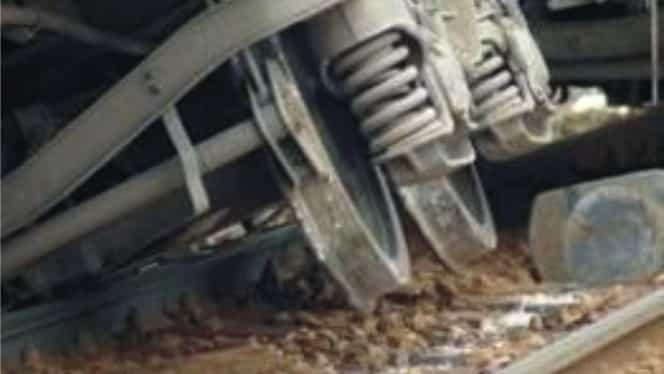 Accident feroviar în Mehedinţi! Patru vagoane-cisternă încărcate cu motorină au deraiat