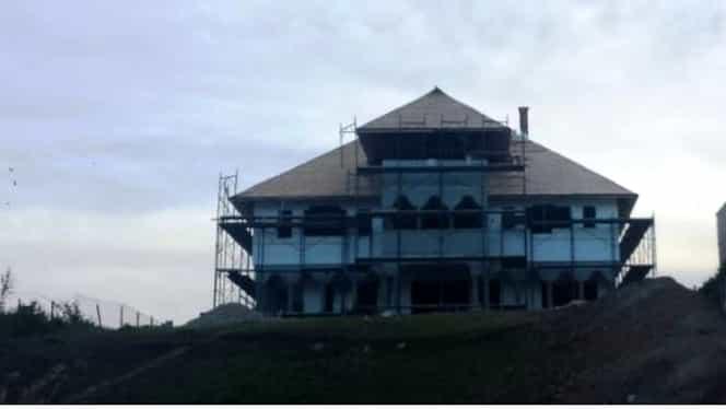 Bogdan Olteanu are o casă de o mie de metri pătraţi, un Lexus, şi credite de un milion de euro