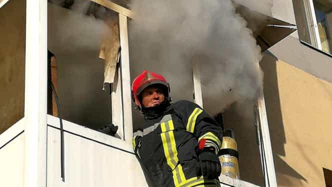 Explozie într-un bloc din Slatina. Doi bătrâni au suferit arsuri, iar locatarii clădirii au fost evacuați