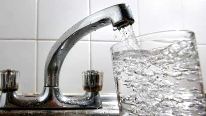 Probleme în Bucureşti! De ce apa de la robinet are un gust ciudat