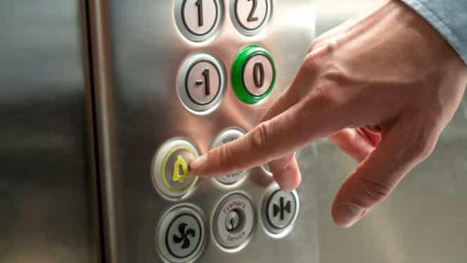 Zece copii bolnavi şi mamele lor, blocaţi în liftul Spitalului Câmpina!