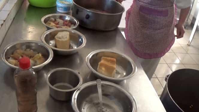 Caz șocant la Călărași! Pacienții unui centru de psihiatrie, hrăniți cu pâine înmuiată în apă! Meniul, făcut de un dietetician