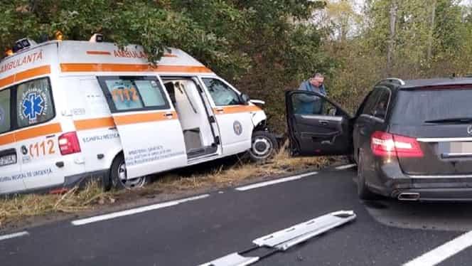 Accident la intrarea în Sibiu, în această seară, soldat cu 4 victime. O ambulanță implicată