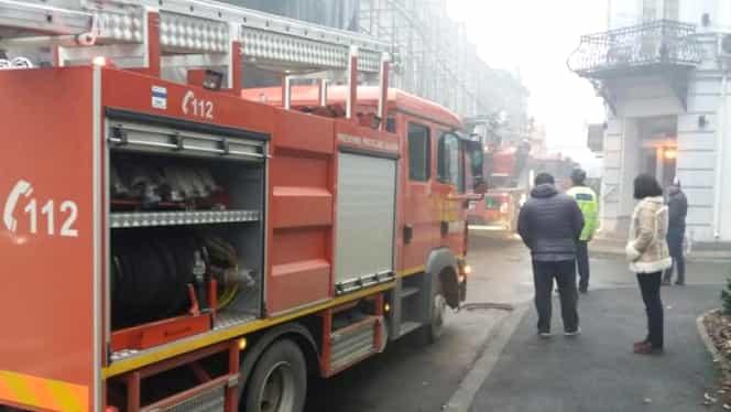 Incendiu în Centrul Vechi! Arde o clădire cu două etaje