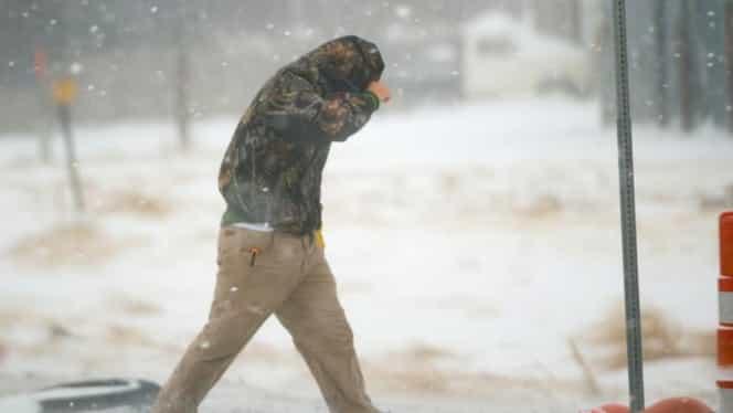 Prognoza meteo. Meteorologii anunţă cod portocaliu şi galben de viscol și ninsori în 14 județe