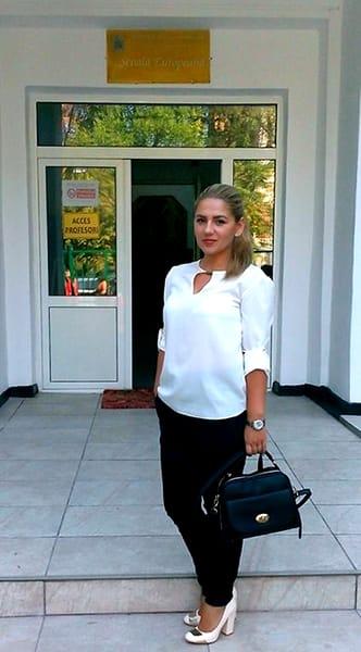 Profesoara din Târgu Jiu care încinge Facebook-ul! Văleu, cum pozează!