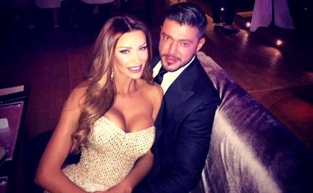 """Fanii celor doi au rămas șocați, imediat ce s-a aflat că Victor Slav și Bianca Drăgușanu și-au spus """"adio"""". Dacă ea a plecat la mare cu fetița și o bună prietenă, el s-a pozat cu... cel mai bun prieten, Bogdan Vlădău."""