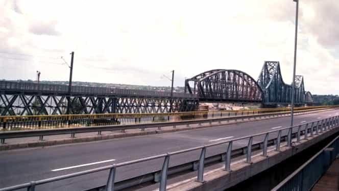 O tânără de 18 ani s-a aruncat de pe pod la Cernavodă, în Dunăre. O filmare a fetei a alertat familia