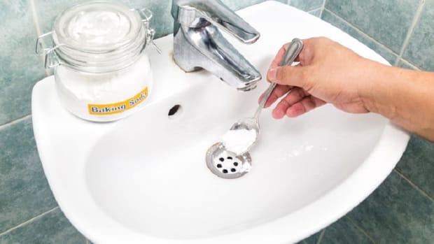 Bicarbonatul de sodiu, cea mai ieftină soluţie de curăţenie în casă! Cu ce trebuie combinat