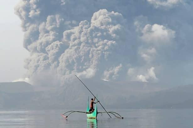 Imagini rare cu erupția vulcanului Taal, din Filipine