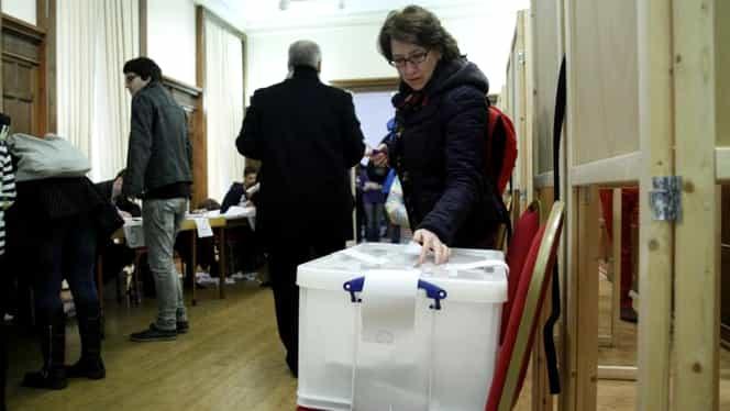 S-au format primele cozi în Diaspora la Alegerile Prezidențiale. Românii din Bruxelles stau la coadă să voteze. VIDEO