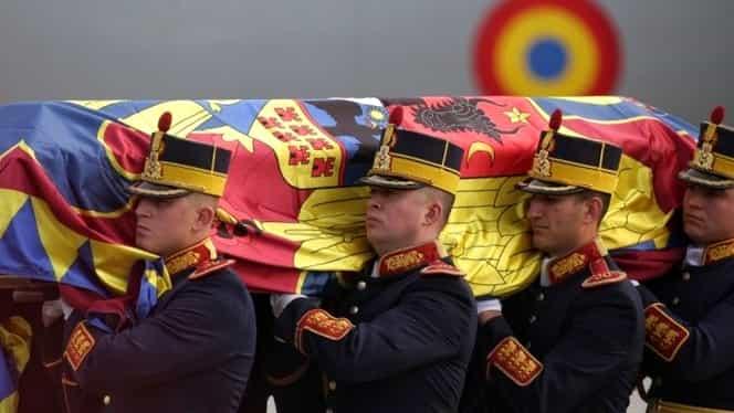 Trei zile de doliu în memoria Regelui Mihai! Trupul neînsufleţit a fost depus la Palatul Regal!