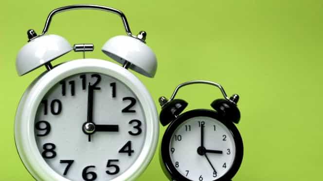 Diseară trecem la ora de iarnă şi dăm ceasurile înapoi! Modificarea aduce mult stres
