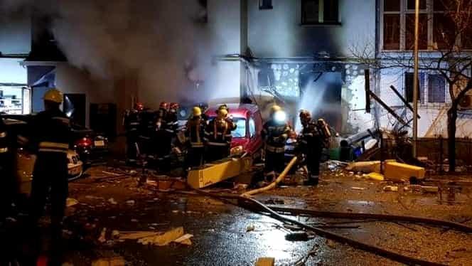 Explozie puternică la un restaurant din Bucureşti! 16 maşini au fost distruse
