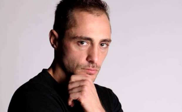 Vladimir Drăghia, câștigătorul Exatlon,  se plimbă cu trotineta electrică prin București