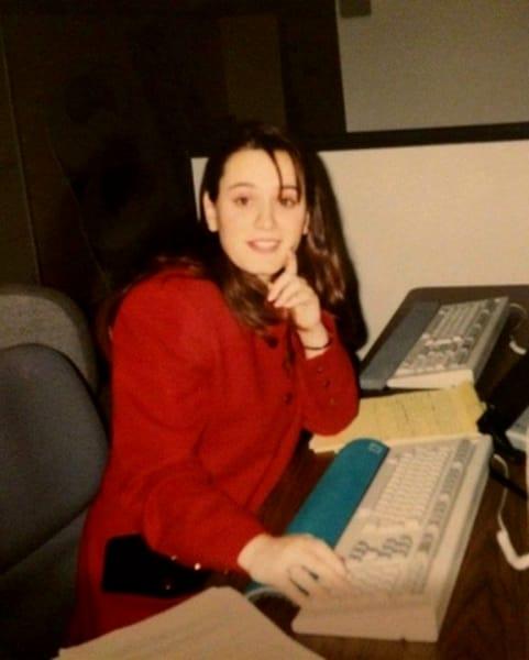 Cum arăta Andreea Esca înainte să lucreze la Pro TV. Prezentatoarea știrilor s-a schimbat radical de atunci