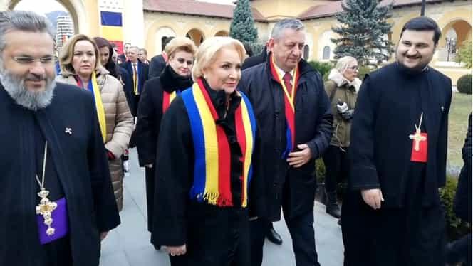 Ședință solemnă de Guvern, la Alba Iulia: Viorica Dăncilă și miniștrii, huiduiți