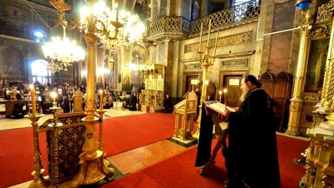 Biserica Ortodoxă Română anunţă program zilnic în biserici. Ce reguli trebuie să respecte credincioşii care merg la slujbe în perioada de epidemie de coronavirus