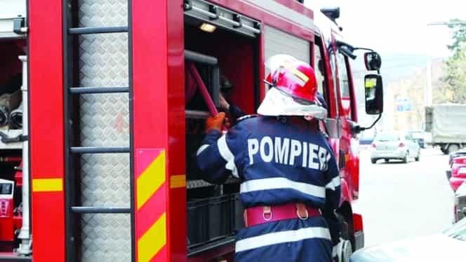 Pompier rănit în timpul intervenţiei pentru stingerea incendiului de la azilul de bătrâni din Bucureşti