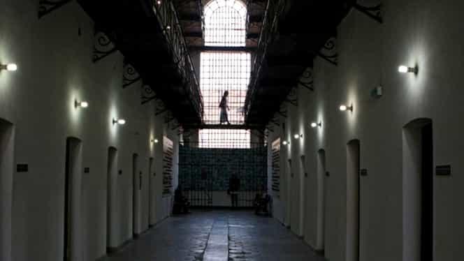 BANC DE COLECŢIE! Gluma INTERZISĂ de comunişti pentru care românii făceau închisoare