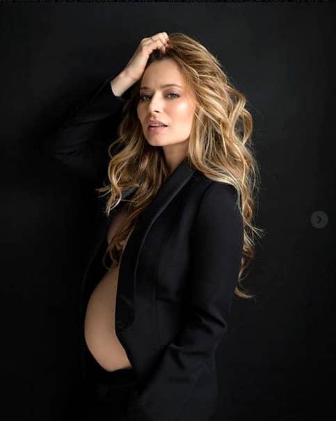 Laura Cosoi, ce transformare! Bomba sexy de altădată s-a îngrăşat din cauza sarcinii! Cum arată acum