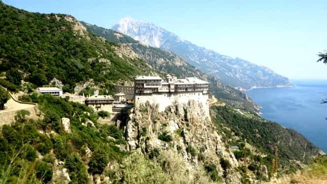 Un român a murit pe Muntele Athos. Bărbatul ținea în mâini o icoană