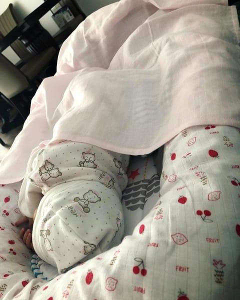Cât de mult i-au crescut sânii Adelinei Pestrițu, după ce a născut! Imaginile vorbesc de la sine