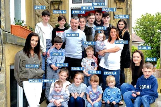 Nici la Vaslui nu s-a auzit aşa ceva până acum! Aceasta este familia care are 20 de copii! Nu e nici unul adoptat! Ce vârste au şi cum arată!
