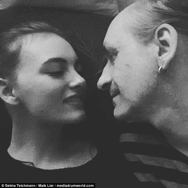 Cuplu-bombă! Putea să îi fie tată, dar îi este iubit! Ea are 19 ani şi face sex cu un bărbat de 52! Mama fetei e în stare de şoc! Galerie foto cu cei doi!