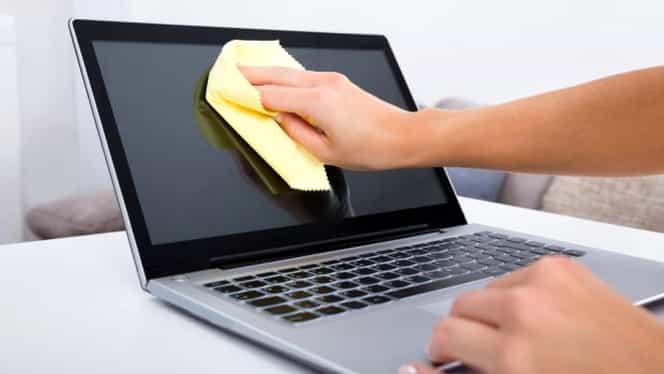 Cum poți curăța telefonul sau laptopul cu bicarbonatul de sodiu. Metodă simplă