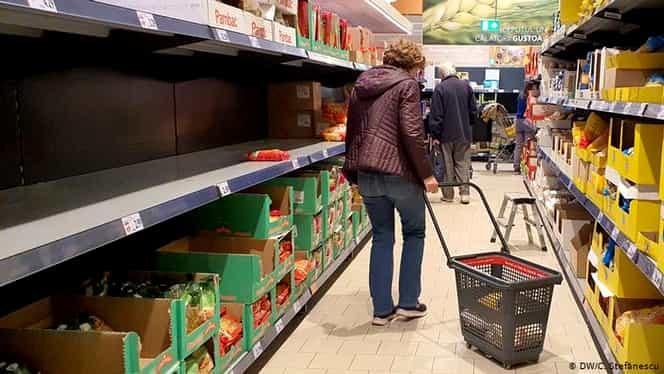 Ce cumpără românii în timpul epidemiei de coronavirus! Vânzările la dezinfectanți au crescut cu 121%