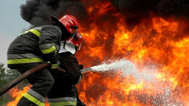 Incendiu puternic la Mall Berceni! O mașină arde la subsolul clădirii! Centrul comercial este evacuat!