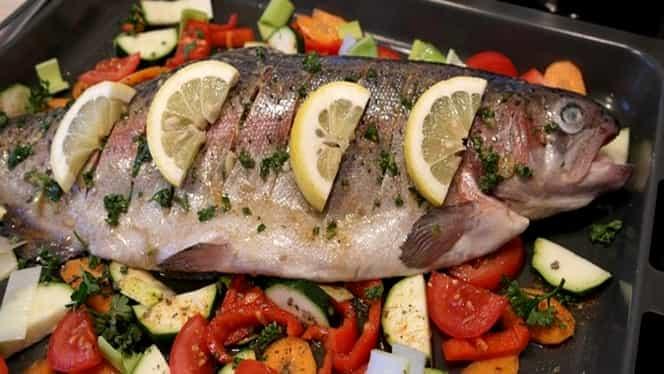 Rețeta zilei. Cum să prepari cel mai bun păstrăv la cuptor pe pat de legume