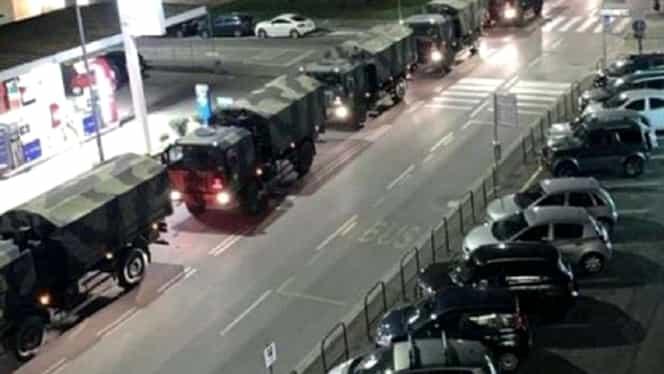Imagini terifiante cu camioanele morţii care transportă cadavre ale victimelor coronavirusului! VIDEO