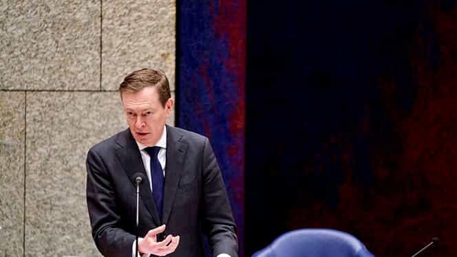 Ministrul olandez al Sănătății a demisionat la doar o zi după ce a leșinat în Parlament! Între timp, premierul batav îi asigură pe cetățeni că au suficientă hârtie igienică